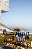 Café instelling santorini griekenland vulkanische eiland weergave — Stockfoto