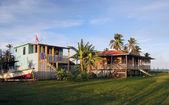 两个海滨房子与棕榈树玉米岛尼加拉瓜 — 图库照片