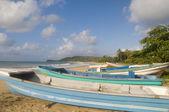 Natif de pêche bateaux déserte plage longue sac maïs île nicaragua amerique centrale — Photo