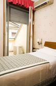 Piccolo hotel singola stanza milano italia — Foto Stock