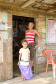 Mother daughter native house Big Corn Island Nicaragua — Stock Photo