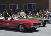 Rock Star Slash on 1971 Ford Mustang during Indy 500 Festival Parade — Stock Photo