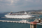 White Cruise Ship and Greek Ferry docked at the Aeagen Sea Port — Stock Photo