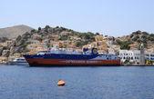 Dodekanisos seaways ferry atracou no porto de symi — Foto Stock