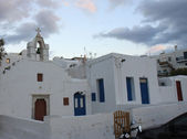 Small Church and White painted houses of Mykonos — Stock Photo