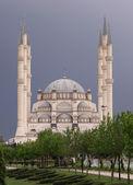 Sabanci merkez camii ústřední mešita v central parku — Stock fotografie