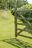 Open gate to path — Stock Photo