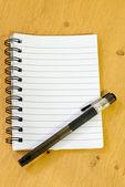 Bloc de notas y bolígrafo — Foto de Stock