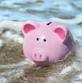 Piggy bank engulfed by water — Stock Photo
