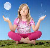 Little girl making wish — Foto de Stock