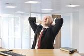 Relajante después de día exitoso empresario — Foto de Stock