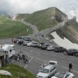 Tourists at parking place of Grossglockner road through alps — Stock Video