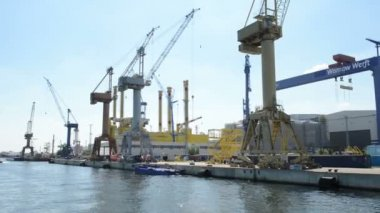 Warnow shipyards in Warnemünde. Building of a gas oil rig in dockyard — Stock Video