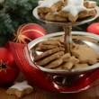 Christmas Time. Cake stand with cinnamon cookies. — Stock Video