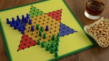 Chinese checkers time lapse video. het spelen van een volledig spel — Stockvideo