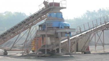 Stone crusher in surface mine quarry — Stock Video