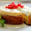 Pple pie with red currants and meringue. — Stock Photo #13289296