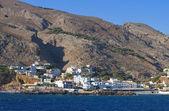 Porto di sfakia e villaggio all'isola di creta in grecia — Foto Stock
