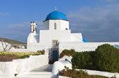 Iglesia tradicional en la isla de santorini en grecia — Foto de Stock
