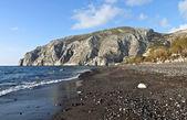 Beach of Kamari at Santorini island in Greece — Stock Photo