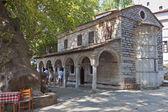 Ortodossa chiesa vecchia presso makrinitsa del pelion, grecia — Foto Stock