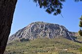 Akrokorint opevněné hory na peloponesu, řecko — Stock fotografie