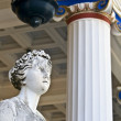 Greek classic era statue standing in front of a temple — Stock Photo