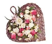 Corazón decorativo en forma de cesta de fieltro para montaje en pared — Foto de Stock