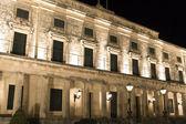 Old British palace by night at Corfu Island, Greece — Stock Photo