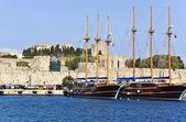 Natursköna hamnen i rhodos i grekland — Stockfoto