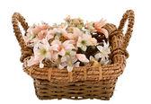 在它的假花装饰的传统灯芯篮子 — 图库照片