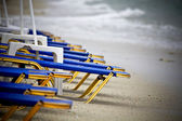 View of a beach in Greece with sunbeds — Foto de Stock