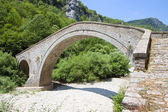 Old stone bridge at Zagorochoria in Greece — Foto de Stock