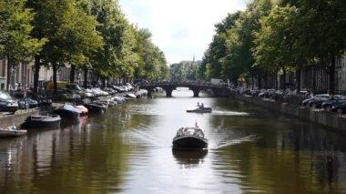 Canal d'amsterdam avec pont — Vidéo