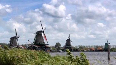 Panorama of Dutch wind mills at the Zaanse Schans — Stock Video