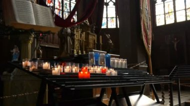 Candles in church Honfleur, France — Stockvideo