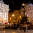 Crowds at night around the Eros statue — Foto de Stock