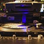 giradiscos DJ y mezclador electrónico — Foto de Stock