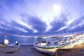 Stelle di notte sull'oceano e barche in baja california sur, messico — Foto Stock