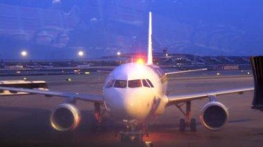 Flygplan avgår — Stockvideo