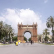 Rush of at the arc de triomf, barcelona, spain — Stock Video #15889873