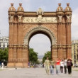 Rush of at the arc de triomf, barcelona, spain — Stock Video #15889911