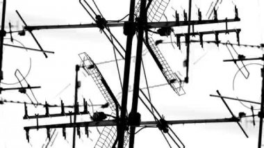 Abstract pattern of tv aerials and satellites on rooftops — Stok video