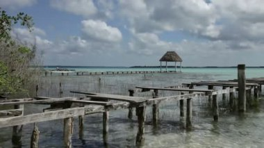 The beautiful lake bacalar, with crystal clear blue water, quintana roo, mexico — Stock Video