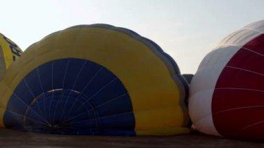 Hot air balloons take part in the european balloon festival — Stock Video