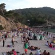 Crowds gather on the famous benirras beach in ibiza — Stock Video #16301089