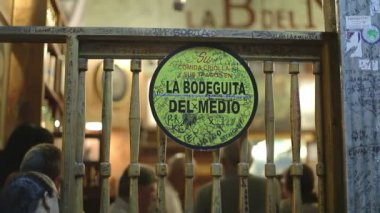 The cuban band eco caribe filmed performing the bodegiuta del medio in havana — Stock Video #16304987
