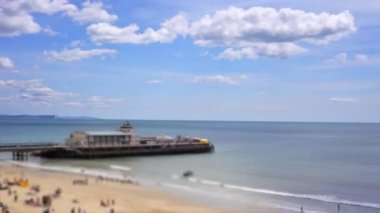 View of pier and beach in Bournemouth, dorset, engand — Stock Video