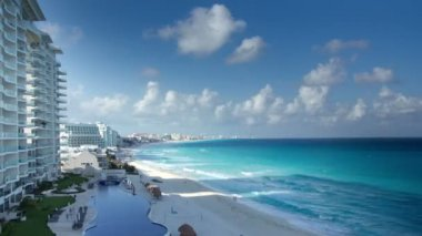 Timelapse of the bay of hotels stretching along the coast in cancun, mexico — Stock Video