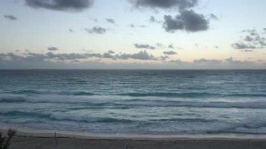 Karayip denizi, meksika üzerinde güzel gündoğumu. — Stok video